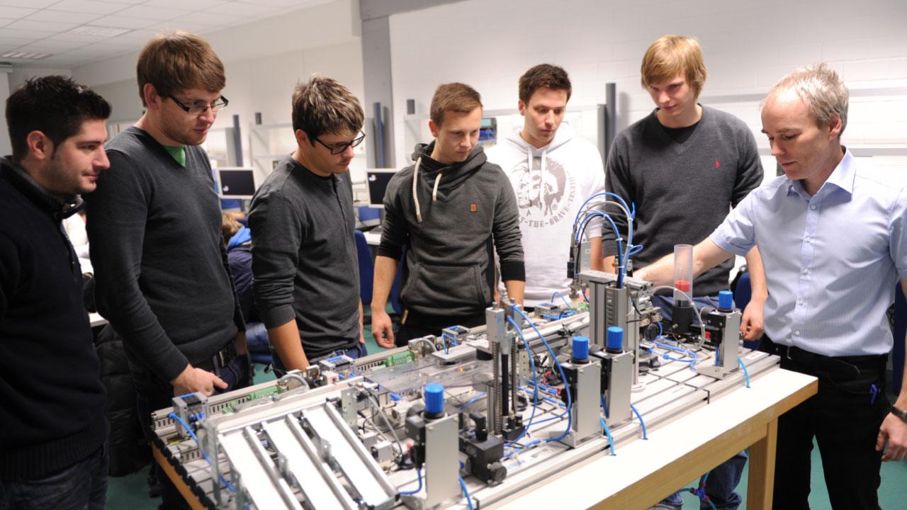 Auszubildende des AzubiBacPro-Projekts zu Gast bei der Partnerschule in Vesoul.