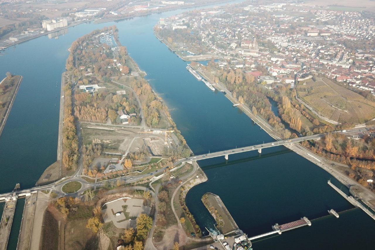 Pont sur le Rhin à Vieux-Brisach : une liaison stratégique.